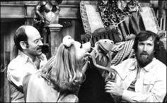 Frank Oz, Piggy, Jim Henson and Kermit Jim Henson, Puppetry Arts, Frank Oz, Fraggle Rock, The Muppet Show, Miss Piggy, Kermit The Frog, Ewok, Scene Photo