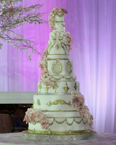 Dubai Wedding Cake Raffles Large 24 K gold accents. Extravagant Wedding Cakes, Wedding Cakes With Flowers, Elegant Wedding Cakes, Beautiful Wedding Cakes, Gorgeous Cakes, Pretty Cakes, Amazing Cakes, Large Wedding Cakes, Dubai Wedding
