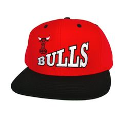 meet 38335 e1a84 CHICAGO BULLS Retro Old School Skew Script Snapback Hat - NBA Cap - 2 Tone  Red Black - LIMITED EDITION  Amazon.co.uk  Sports   Outdoors