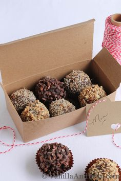 These Chocolate Bon Bons are for the grown ups! This bon bon candy recipe makes fabulous gifts for those who love a little booze with their chocolate. Dessert Packaging, Bakery Packaging, Cookie Packaging, Design Packaging, Bottle Packaging, Label Design, Package Design, Design Design, Graphic Design