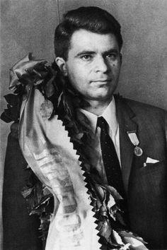 El nuevo match contra Petrosian se jugó en 1969 y esta vez Spassky se había preparado con más rigor de la mano de sus entrenadores Igor Bondarevsky y Nikolai Krogius. Petrosian era un artista de la defensa, pero Spassky era más completo que el armenio.