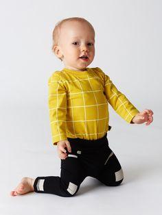 Mainio Clothing - Baby block leggings and grid body Baby Boy Fashion, Kids Fashion, Fashion Outfits, Baby Blocks, Baby Body, Kid Styles, Nordic Style, Cool Baby Stuff, Stylish