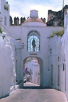 """Maravillas ocultas de España: Dos bellos pueblos Gaditanos:Medina Sidonia y Arcos de la Frontera. """"Puerta de La Madraza"""". (Arcos de la Frontera). Spain"""