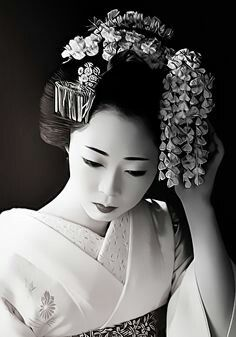 Black & White Geisha