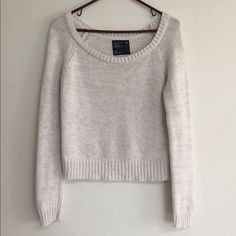 American Eagle Sweater Adorable American Eagle sweater! In great condition; there is some light pilling starting under the arms (see last photo). Offers welcomed  American Eagle Outfitters Sweaters Crew & Scoop Necks