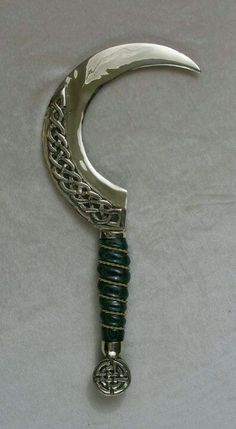 Amazing Druid sickle. I have one similar but with a white bone handle, no Celtic knot on the blade and a much sharper edge!