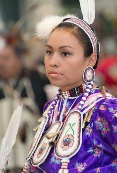 Love the fabric Native American Children, Native American Pictures, Native American Regalia, Native American Beauty, Native American Artists, American Indian Art, Native American History, American Indians, Jingle Dress