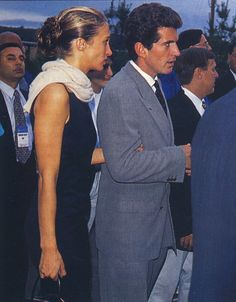 Carolyn Bessette Kennedy and John F. Kennedy Jr. Yet another simple black sheath dress; what makes it pop is the ivory colored pashima scarf around her neck. Love it!
