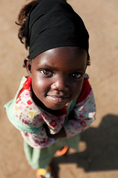 Congolese baby girl — so cute! I like her precocious stance!