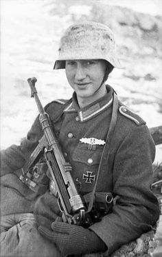 http://upload.wikimedia.org/wikipedia/commons/3/3e/Bundesarchiv_Bild_101I-278-0899-26%2C_Russland%2C_Soldat_mit_MP_40_im_Schnee.jpg  Young German soldier with a MP-40 submachine gun in the snow.Russia,  January 1944.