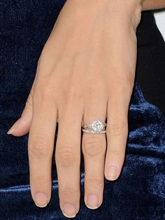 Penelope Cruz keeps it classic with her ring from Javier Bardem.