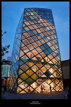 Prada store by Herzog & De Meuron, Tokyo