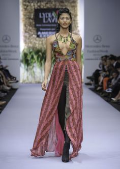 lydia_lavin_moda_fashion_show_mercedes-59
