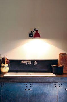 Lampe Gras, via Design Vote - cozinha - armário e luz Kitchen Inspirations, House Design, Interior Design Kitchen, Home Goods Decor, Metal Kitchen, Decor, House Interior, Kitchen Design Small, Home Decor