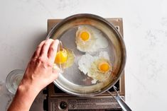 We Tried 5 Egg-Poaching Methods and Found 2 We Loved How To Make A Poached Egg, Perfect Poached Eggs, Easy Cooking, Cooking Tips, Food Tips, Poched Eggs, Egg Recipes, Healthy Recipes, Eggs In Muffin Tin