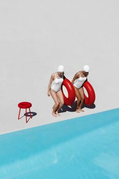 A doughnut-inspired stool by Japanese designer Mikiya Kobayashi brings a spark of humour and good fun by the swimming pool. Photo Portrait, Photo Art, Fotojournalismus, Art Photography, Fashion Photography, Creative Photography, Contemporary Photography, Photography Courses, Photo Couple
