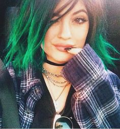 So sick of seeing this family everywhere but I do miss the grunge phase of Kylie Jenner. Very cute.