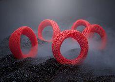 Blueberry bracelet, by czeck designers Markéta Richterova e Zbynek Krulich