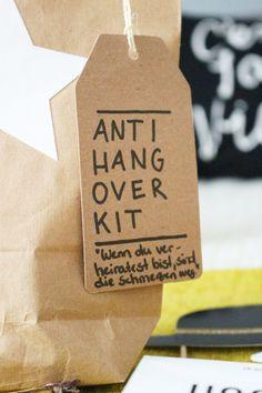 Bild: Feiern ohne Katerstimmung - DIY Geschenk Anti Hangover Kit, eine schnelle Geschenkidee zum JGA, der Hochzeit, an Silvester oder als Gastgeschenk, gefunden auf Partystories.de