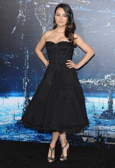 Mila Kunis Makes Post-Baby Red Carpet Debut.  Though Her dress and heels are just prefect on her!