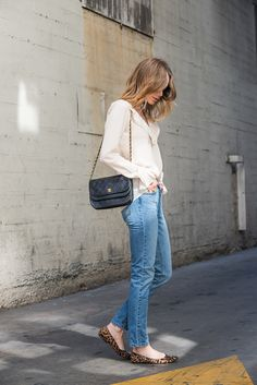 anine bing outfit mom jeans blouse