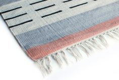 Aspegren-rug-strada-kelim-closeup-web