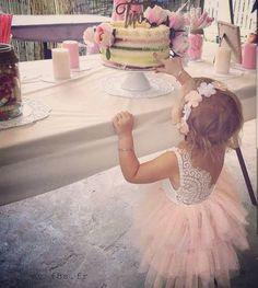 "163 mentions J'aime, 3 commentaires - MyFashionBabyStore (@myfbs.fr) sur Instagram: ""Joyeux anniversaire princesse 💖🦄🌸 Robe MILA www.my-fbs.fr Livraison GRATUITE 🎁 #myfbs #lookoftheday…"""