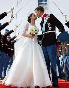 Marie Cavallier wore an Arasa Morelli design for her wedding to Prince Joachim of Denmark in 2008.