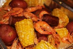Shrimp and Crab Boil (Suggestion: add sweet onions, Eckrich sausage cut in pieces, and garlic. Eat this with your fingers. Put dabs of butter, cocktail sauce and mustard right on the paper-covered table. Creole Recipes, Cajun Recipes, Fish Recipes, Seafood Recipes, Cooking Recipes, Shrimp And Crab Boil, Seafood Boil, Seafood Dishes, Fish Dishes