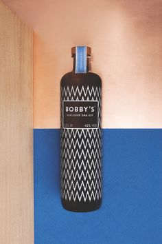 Bobby's Schiedam Dry Gin bottle: a modern interpretation of a classic jenever bottle. We bring the classic 'kruik' bottle to the 21st century with a strong and modern interpretation of its shape and made in beautiful brown and grey smoked glass.  The screen printed Ikat pattern is traditional Indonesian. Through both of these elements we create a unique mixture of east and west.