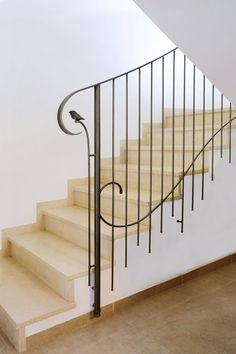 Stairway Railing Ideas, Interior Stair Railing, Modern Stair Railing, Wrought Iron Stair Railing, Staircase Handrail, Stair Railing Design, Metal Stairs, Modern Stairs, Railings