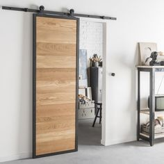 Industrial style for a sliding wooden and aluminum door - Design Industrial, Industrial Style, Interior Design Living Room, Living Room Decor, Kitchen Interior, Tall Cabinet Storage, Locker Storage, Aluminium Doors, Bathroom Doors