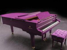NASHVILLE, Tennessee, EE.UU. (AP) — Días antes de su muerte, Prince tuiteó la fotografía de un piano morado personalizado, que sería la pieza central de su próxima gira. El piano, entregado hace unas cuantas semanas en la casa del artista en Paisley Park, Minnesota, fue un trabajo urgente que se completó