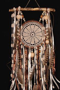 Cadeau de Noël marron capteurs de rêves dreamcatcher en crochet marron mascottes américain Bohème tenture boho Decor plume talisman indien cadeau Cette amulette comme Dreamcatcher - n'est pas juste une décoration de l'intérieur. C'est une amulette puissante, qui est dotée de