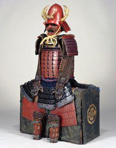 豊臣 秀次 Toyotomi Hidetsugu (1568 – 1595). 朱漆塗矢筈札紺糸素懸威具足(しゅうるしぬりやはずざねこんいとすがけおどしぐそく)(伝豊臣秀次所用) サントリー美術館蔵
