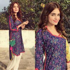 Sumbul Iqbal Khan Looks Pretty in this Blue Kurta by Zahra Ahmed #Beautiful #SumbuliqbalKhan #PrintedCotton #Kurtas #ZahraAhmed #SummerCasual #SummerOutfits #Formals #ReadyToWear #PakistaniFashion #PakistaniModels #PakistaniCelebrities