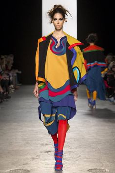 See all the Collection photos from Westminster University Autumn/Winter 2015 Ready-To-Wear now on British Vogue Fashion Shows 2015, Fashion 2017, Fashion Outfits, Fashion Trends, Rock Outfits, Emo Outfits, Pop Art Fashion, Punk Fashion, High Fashion