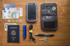 Whats in your purse? What to bring with you when your traveling! — Dee Garone Photography