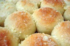 Pãozinho+delícia Pizza Recipes, Bread Recipes, Sweet Dinner Rolls, Good Food, Yummy Food, Portuguese Recipes, Sweet Bread, Easy Cooking, Bakery