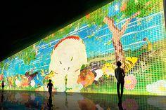 チームラボが、東京・お台場にある日本科学未来館で、アート作品と遊園地を一度に体験できる世界初の大展覧会「チームラボ 踊る!アート展と、学ぶ!未来の遊園地」を開催する。会期は、 2014年11月29日(...