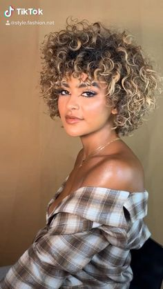 Short Curly Hair Black, Curly Hair With Bangs, Curly Hair Cuts, Short Hair Cuts, Curly Hair Styles, Natural Hair Styles, Spiral Perm Short Hair, Short Shag Hairstyles, Short Curly Haircuts