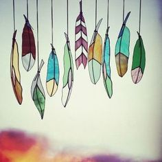 Try with shrinky dinks Colin Adrian: Glass Feathers. Thus could be a good inspiration for art when learning about birds. Plastic Fou, Shrink Plastic, Mosaic Glass, Glass Art, Craft Font, Shrink Art, Shrink Film, Deco Nature, Shrinky Dinks