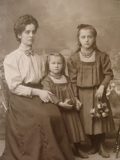 Sophisticated young mother with girls in identical dresses. Cabinet photo c. 1890 by Adolf Winkler, Gorlitz, Germany.