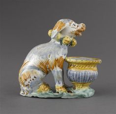 Musée d'Ecouen - Salière en forme de chien - ECL7580. Profil droit DERUTA.