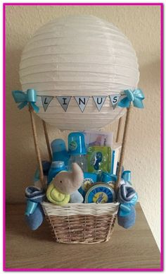 Baby Shower Gift Ideas for Expecting Moms Unique baby shower gift ideas. Baby Shower Gift Ideas for Expecting Moms Unique baby shower gift ideas. Idee Cadeau Baby Shower, Regalo Baby Shower, Baby Shower Gift Basket, Baby Baskets, Baby Boy Shower, Baby Shower Gifts For Boys, Baby Shower Diapers, Girl Gift Baskets, Baby Boy Gifts