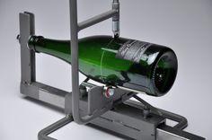 Antoine Monnet — Coupe bouteille Les contenants en verre sont des...