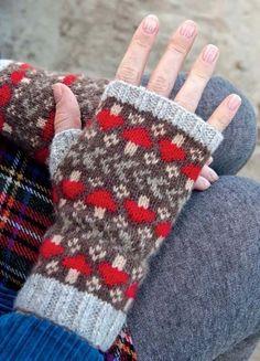 Adorable mushroom mittens – knitting pattern by spillyjane - fair isle knittings Mittens Pattern, Knit Mittens, Knitted Gloves, Knitting Socks, Hand Knitting, Loom Knitting, Knitting Charts, Knitting Patterns, Hat Patterns