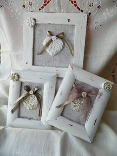 Una creazione di La Botteguccia di Angela Diy Home Crafts, Crafts To Make, Fun Crafts, Valentines Bricolage, Valentine Crafts, Homemade Gifts, Diy Gifts, Photo Frame Decoration, Molduras Vintage