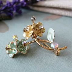 Vintage Flower Brooch Green and Gold with Diamante.