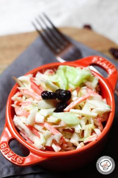 Coleslaw mit Cranberries und Mandeln #Burger, #Salat, #SchnelleKüche, #Veggie #foodblog #foodie #food #rezept #foodblog_de #foodpics #rezepte http://www.gernekochen.com/coleslaw-mit-cranberries-und-mandeln/